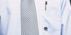 Como tirar manchas de caneta da sua roupa - http://www.comofazer.org/roupa-e-vestuario/tirar-manchas-caneta-da-roupa/
