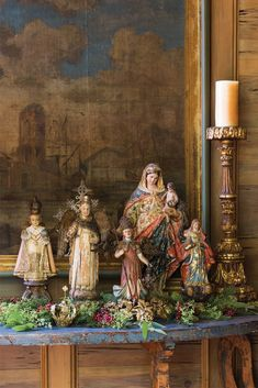 One couple sparked an antiquing interest after strolling the byways of Europe and exploring its storied cathedrals. Their collection is perfect Christmas decor. Italian Christmas, Victorian Christmas, Christmas Design, Simple Christmas, Christmas Holidays, Merry Christmas, Christmas Houses, Primitive Christmas, Country Christmas