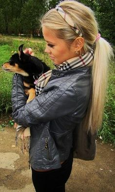 Love this look! Long blonde ponytail