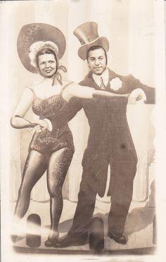 Arcade photo of dancing couple