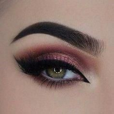 31 Pretty Eye Makeup Looks for Green Eyes. ebony brow - 31 Pretty Eye Makeup Looks for Green Eyes. Sparkle Eye Makeup, Neutral Eye Makeup, Red Eye Makeup, Pretty Eye Makeup, Makeup Looks For Green Eyes, Neutral Eyes, Eye Makeup Steps, Dark Makeup, Smokey Eye Makeup