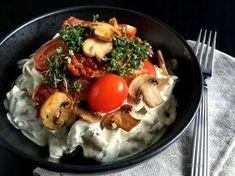 Min bedste opskrift på en lækker hønsesalat med asparges og champignons. Perfekt til frokost eller serveret som forret med ananas og godt brød til.