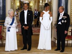President Barack Obama and First Lady Michelle Obama pose with Queen Elizabeth and Prince Phillip, Duke of Edinburgh before a State Dinner at Buckingham Palace, May Michelle Obama, Joe Biden, Barack Obama Family, Obamas Family, Obama President, Vice President, Presidente Obama, Robinson, First Ladies