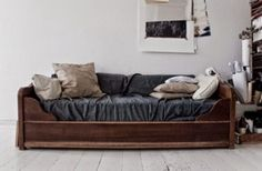 Moon to Moon: Day Beds....Antique day bed