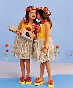 Going to the supermarket takes on a whole new meaning when the goal is to look for ingredients for costumes. Who knew you could use ordinary household ...  sc 1 st  Pinterest & Hawaiian outfit u2026 | luau paru2026