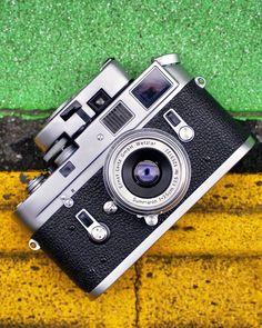 Camera Tips, Camera Hacks, Film Camera, Leica Photography, Expensive Camera, Dark Wallpaper Iphone, Classic Camera, Leica M, Vintage Cameras