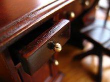 ¿Cómo hacer un limpiador y abrillantador para los muebles de madera?