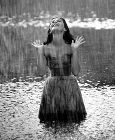 is it national rain day? cause there are gazillion pictures of rain that I love on pintrest right now.