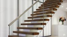 Professionals in staircase design, construction and stairs installation. In addition EeStairs offers design services on stairs and balustrades. Concrete Staircase, Floating Staircase, Wooden Staircases, Staircase Design, Staircase Contemporary, Modern Stairs, Standard Staircase, Types Of Stairs, Stainless Steel Handrail