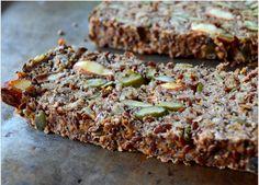 gesundes glutenfreies Brot mit Reismehl, Samen und Nüsse