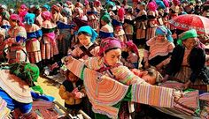 Les marchés ethniques plus attrayants au Vietnam L'origanité, la beauté traditionnelle, la diversité des marchandises,sont les raisons pour lesquelles, les marchés ethniques fascinent les visiteurs.