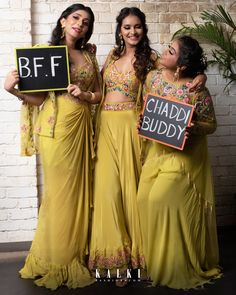 Off Beat Ideas For Your Mehndi Ceremony Decoration - SetMyWed Mehndi Ceremony, Haldi Ceremony, Indian Wedding Photography Poses, Girl Photography, Pre Wedding Photoshoot, Wedding Poses, Indian Bridal Outfits, Couple Posing, Anarkali