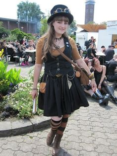 So next weekend is Amphi-Festival in Cologne again. Time to post one of my outfits from last year^^ Casual Steampunk Lolita, picture taken by Olga from addicts-news