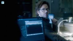 Photos - Zoo - Season 3 - Promotional Episode Photos - Episode - Drop It Like It's Hot - Best Sci Fi Movie, Sci Fi Movies, Movie Tv, Zoo Tv Show, Billy Burke, Zoo Photos, Episode 3, Season 3, Tv Series