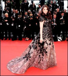 Aishwarya Rai Bachchan at the premiere of 'Inside Llewyn Davis' at the Cannes Film Festival. She is wearing an Elie Saab Haute Couture Spring 2013 dr. Elie Saab Couture, Sexy Dresses, Nice Dresses, Evening Dresses, Formal Dresses, Amazing Dresses, Spring Couture, Haute Couture Fashion, Aishwarya Rai