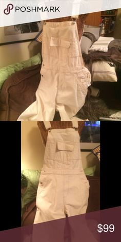 💐NWT COTTON KATE SPADE OVERALLS SMALL NWT Kate Spade Saturday 99% COTTON overalls in off white. Great looking with blazer and boots! Cotton- hard to find- great quality💐 Kate Spade Saturday Jeans Overalls