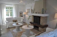 Salon blanc et lin, salon lumineux, idées déco récupération, cheminée, style campagne