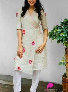Kurti Sleeves Design, Kurta Neck Design, Sleeves Designs For Dresses, Dress Neck Designs, Blouse Designs, Simple Kurta Designs, New Kurti Designs, Salwar Designs, Kurta Designs Women