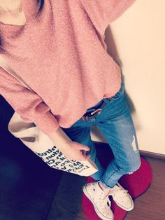 2014.12.10 coordinate    この日は、珍しく ピンクの気分だったので…♡ でも、甘々にはしたくなかったので デニムとかスニーカーでハズしたよ。 GU行ったらこのニット値下げで ピンクだけやたら残ってたけど?w 可愛いのにー(;_;)♡笑    tops ☞ GU bottom ☞ Honeys bag ☞ American Apparel shoes ☞ converse