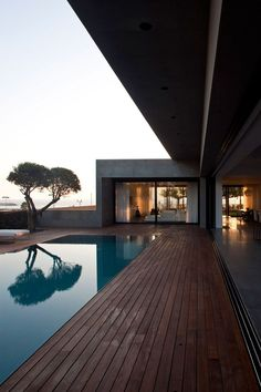 Modern Concrete Beach Home in Israel by Pitsou Kedem Architect Contemporary Architecture, Architecture Design, Contemporary Houses, Sustainable Architecture, Residential Architecture, Poolside Furniture, Pitsou Kedem, Moderne Pools, Pool Houses