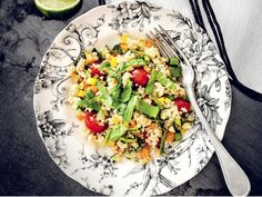 Une salade santé au quinoa et légumes Orzo Risotto, My Recipes, Healthy Recipes, Healthy Lunches, Healthy Food, Lean Cuisine, How To Make Salad, How To Cook Quinoa, Learn To Cook