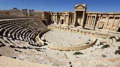ISIS hancurkan bagian dari teater Romawi kuno di Palmyra  PALMYRA (Arrahmah.com) - Militan IS (Islamic State atau biasa dikenal ISIS) menghancurkan landmark Romawi kuno dan bagian dari teater di kota bersejarah Suriah Palmyra rezim dan pengamat oposisi Suriah mengatakan pada Jumat (19/1/2017).  Maamoun Abdulkarim kepala departemen barang antik Suriah mengatakan ISIS menghancurkan bagian depan teater abad kedua tersebut bersama dengan Tetrapylon sebuah monumen Romawi kuno berbentuk kubik yang…