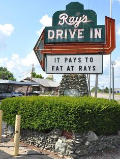The Unassuming Restaurant In Indiana That Serves The Best Tenderloin You'll Ever Taste Kokomo Indiana, Retro Signage, Visit France, The Jacksons, World Cities, Vacation Places, Vacations, Foodie Travel, Places To Eat