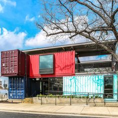DZine Trip | Bar in Texas designed with shipping containers | http://dzinetrip.com