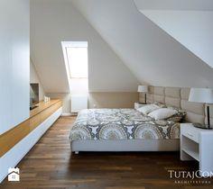 Realizacja I - Duża sypialnia małżeńska na poddaszu, styl nowoczesny - zdjęcie od TutajConcept