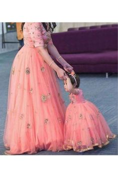 Get In Touch With Your Feminine Side Wearing Pink Coloured Mother Daughter Gown By Ninecolours. Made From Cotton,Silk This Gown Will Keep You Comfortable Gown Pair It With Heels Or Sneaker To. Mom Daughter Matching Dresses, Mom And Baby Dresses, Dresses Kids Girl, Mother And Daughter Dresses, Mother Daughters, Fashion Niños, Indian Fashion, Fashion Ideas, Fashion Outfits