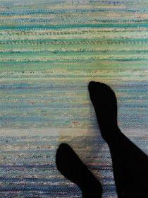 Luovat kädet: Kiikkalainen räsymatto Woven Rug, Weaving, Rag Rugs, Carpets, Embroidery, Rugs, Knitted Rug, Types Of Rugs, Knitting