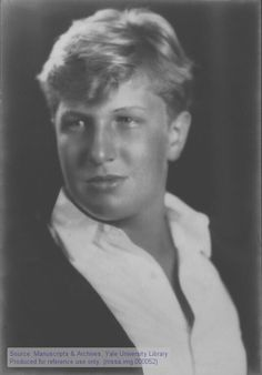 Vincent Price as a young man  © 2000-2012, Yale University Library.