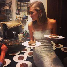 Le dîner de Karlie Kloss http://www.vogue.fr/mode/mannequins/diaporama/la-semaine-des-tops-sur-instagram-30/19110/image/1008116#!le-diner-de-karlie-kloss