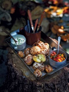 These mini baked potatoes are perfect for guests huddled around the fire on Bonfire Night. These mini baked potatoes are perfect for guests huddled around the fire on Bonfire Night. Bonfire Night Food, Breakfast Low Carb, The Menu, Gula, Tamarindo, Doritos, Macaroons, Camping Meals, Camping 101