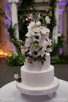 White Wedding at Aynhoe Park. An elegant 5 tier white wedding cake covered with fondant and decorated with delicately handcrafted sugar flowers. Luxury Wedding Cake, Wedding Cakes, Aynhoe Park, Cake Cover, Wedding Cake Designs, Sugar Flowers, Fondant, Elegant, Decor