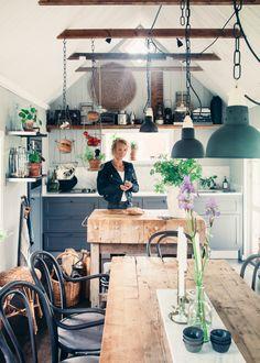 Dark kitchen units, butchers block, open shelving, Swedish country | elin_lansjo_kristin lagerqvist-4712