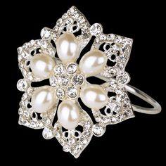 Servietring med perler og diamanter D:4,8 pynt D:4cm ringen 24 kr stk