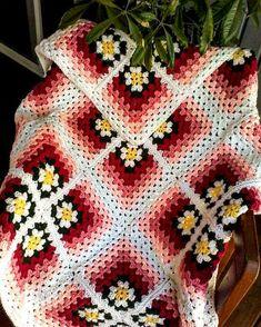 Crochet daisy - Daisy afghan Anniversary Wedding Baby gift Pink crochet afghan Crib blanket Baby afghan Blanket with daisies Daisy baby afghan – Crochet daisy Crochet Daisy, Manta Crochet, Crochet Granny, Crochet Flowers, Crochet Square Patterns, Crochet Squares, Crochet Blanket Patterns, Crochet Afghans, Baby Afghans