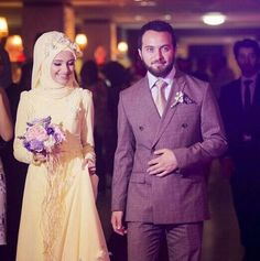 I love watching pictures of Cute Romantic Muslim couples holding hands and being happy. It makes me realize that true love really exist. Bridal Hijab, Hijab Bride, Marriage Couple, Love And Marriage, Muslimah Wedding Dress, Wedding Dresses, Muslim Wedding Invitations, Simple White Dress, Cute Muslim Couples