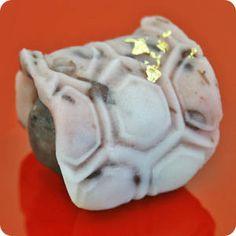 亀 Kame - Turtle (Japanese symbol of longevity)