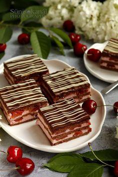 Cseresznyés krémes Waffles, Paleo, Food And Drink, Bread, Cookies, Breakfast, Sweet, Pastries, Hungarian Recipes
