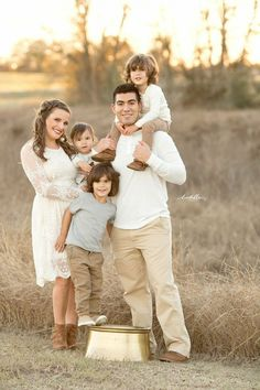 What to wear family session image by lentille photography ph Fall Family Picture Outfits, Family Picture Colors, Family Picture Poses, Family Photo Sessions, Family Outfits, Family Posing, Family Portraits What To Wear, Family Portrait Outfits, Family Pictures What To Wear