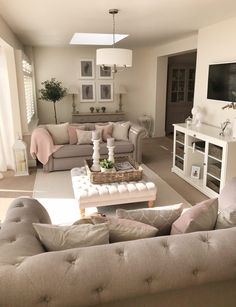20 Cute And Chic Living Room Design For Your Home Living Room Small Living Room Design, Living Room Decor Cozy, Shabby Chic Living Room, Family Room Design, New Living Room, Interior Design Living Room, Living Room Designs, Romantic Living Room, Cosy Cottage Living Room