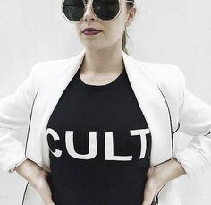 Bringt uns die Coolness der 90s wieder: Das rockige Tanktop-Dress 'Cult' von Alexander McQueen. Hier entdecken und shoppen: http://sturbock.me/DFs