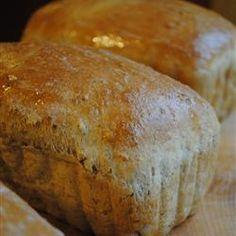 Applesauce Bread Oatmeal Applesauce Bread - recipe for bread machine -Applesauce is the reason this bread is so moist and tender.Oatmeal Applesauce Bread - recipe for bread machine -Applesauce is the reason this bread is so moist and tender. Bread Bun, Bread Rolls, Yeast Bread, How To Make Bread, Food To Make, Bread Maker Recipes, Sweet Bread Machine Recipes, Oatmeal Bread, Apple Oatmeal