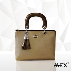 This smart leather handbag is designed to define style in a new way. Visit Mex Lifestyle today to collect your own bag of style!