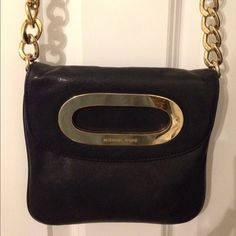Michael Kors leather crossbody bag Beautiful and barely used--this bag is perfect for day or night. Fill it up with your cards, ID, cash, lip color, and more for an easy going-out option. Michael Kors Bags Crossbody Bags