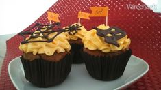 Banánovo-mrkvové ražné muffiny s tekvicovo-pomarančovým krémom - Recept Cooking Recipes, Desserts, Basket, Tailgate Desserts, Deserts, Chef Recipes, Postres, Dessert