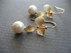 Pearl Jewelry - Bridal Earrings - Ivory Pearl Earrings - Bridesmaids Earrings - Flower Earrings - Wedding Fashion