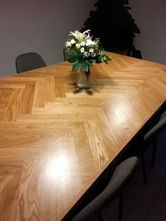 Herringbone table: How to make your own beautiful wooden table- Sildebensbord: S… - Modern Tall Kitchen Table, Kitchen Table Makeover, Big Kitchen, Wood Table Design, Dining Chairs, Dining Table, Wooden Tables, Diy Table, Wooden Diy